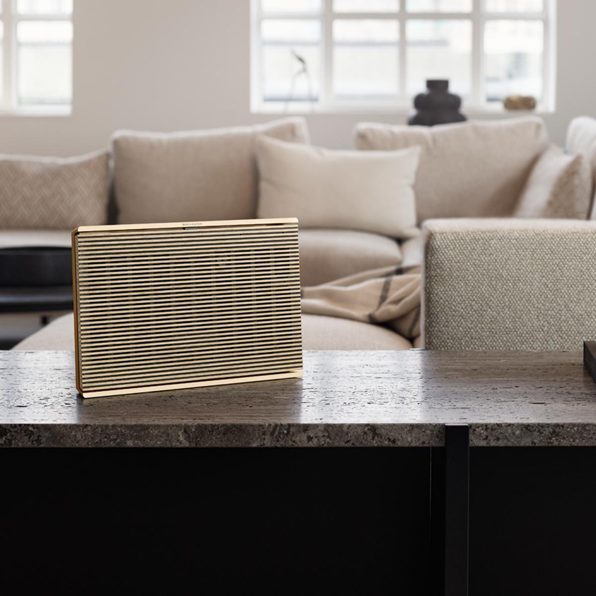 Wir präsentieren unsere neue tragbare Soundbar: die Beosound Level.